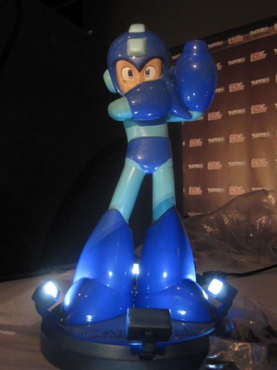 Mega Man 25th Anniversary figure